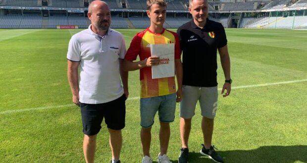 Zawodnik STF Champion Kacper Bojańczyk podpisał profesjonalny dwuletni kontrakt z 1-ligową Koroną Kielce🤩🔝